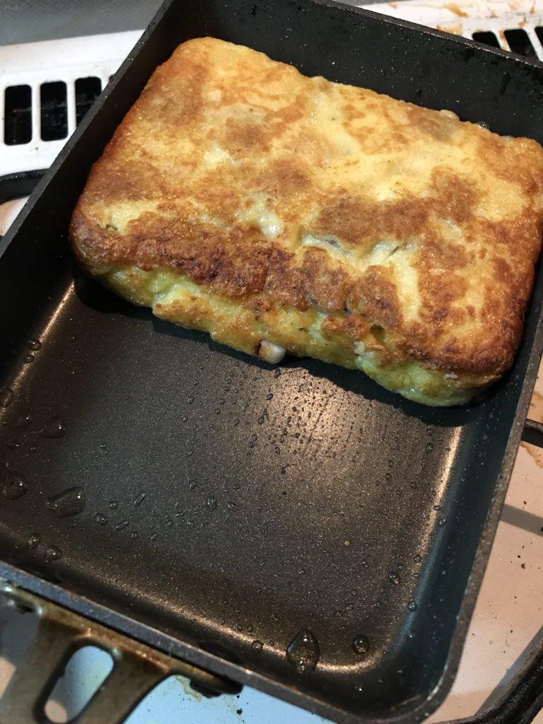 タコ焼き食べたいけど鉄板出すのがめんどくせぇ!そんな時は玉子焼き用のフライパンを使おう!