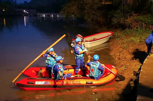 Tragedy as 17 die after dragon boats capsize – two arrested #China #Guilin https://t.co/7KWAifSurd