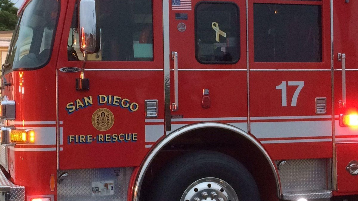 2 injured in Paradise Hills house fire https://t.co/1UneIHd5eO
