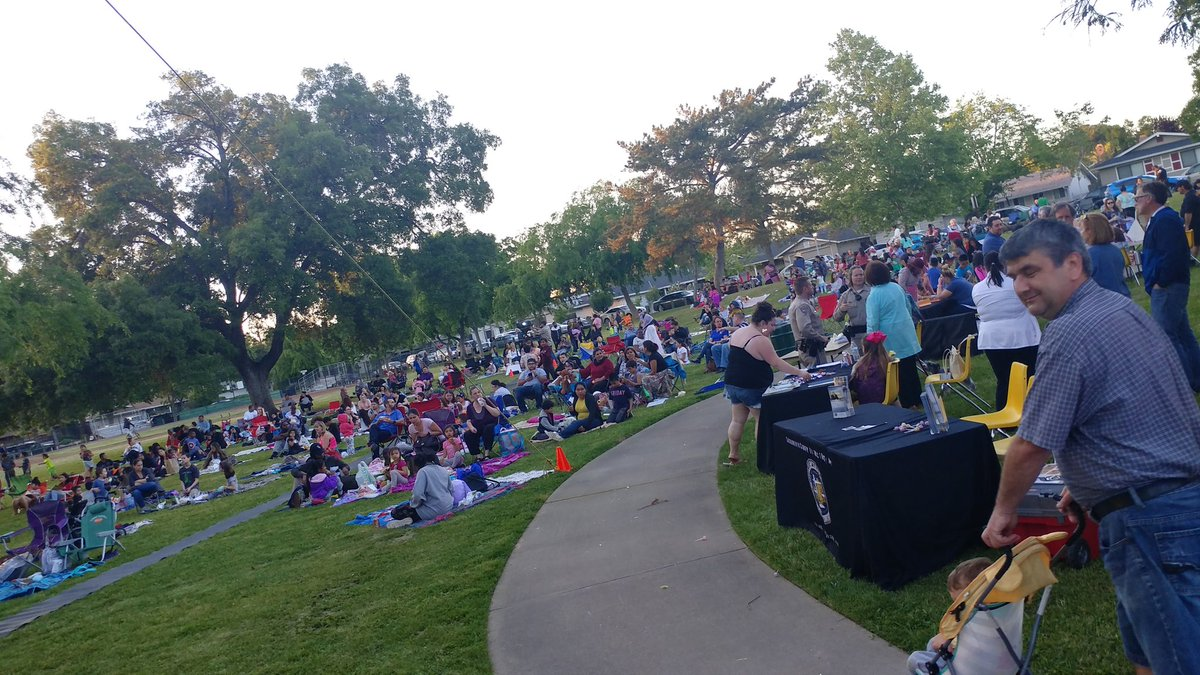 Thank you, Susan Peters for including us in Movie Night at the Park! A great opportunity for the neighborhood to learn about #RAACD https://t.co/I4lOOSCLeN