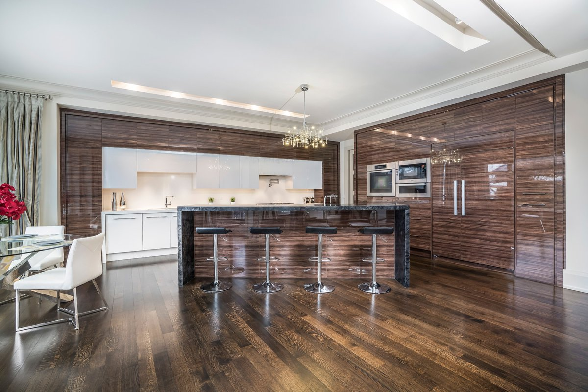 Travel to our 360 tour of this luxury home in Prestigious Bedford Park  https:// buff.ly/2vwVJx7  &nbsp;    #crossdim  #torontorealestate #realestateagent #realestatetoronto #richmondhill #beautifulhomes #luxurylifestyle #luxuryhomes #luxuryrealestate #oakville #newmarket  #toronto #Weekend<br>http://pic.twitter.com/a23DRKH5R6
