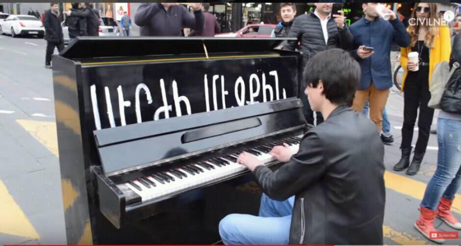 Твоя пизда как два рояля