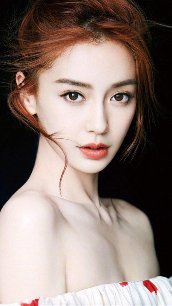 中国人と言ったらダサい服きて、前髪なしの一つくくりっていうイメージあるでしょ  これも中国人ですよ  #Angelababy #杨颖 #范冰冰 #迪丽热巴 #杨幂 https://t.co/MgJWPtODKW