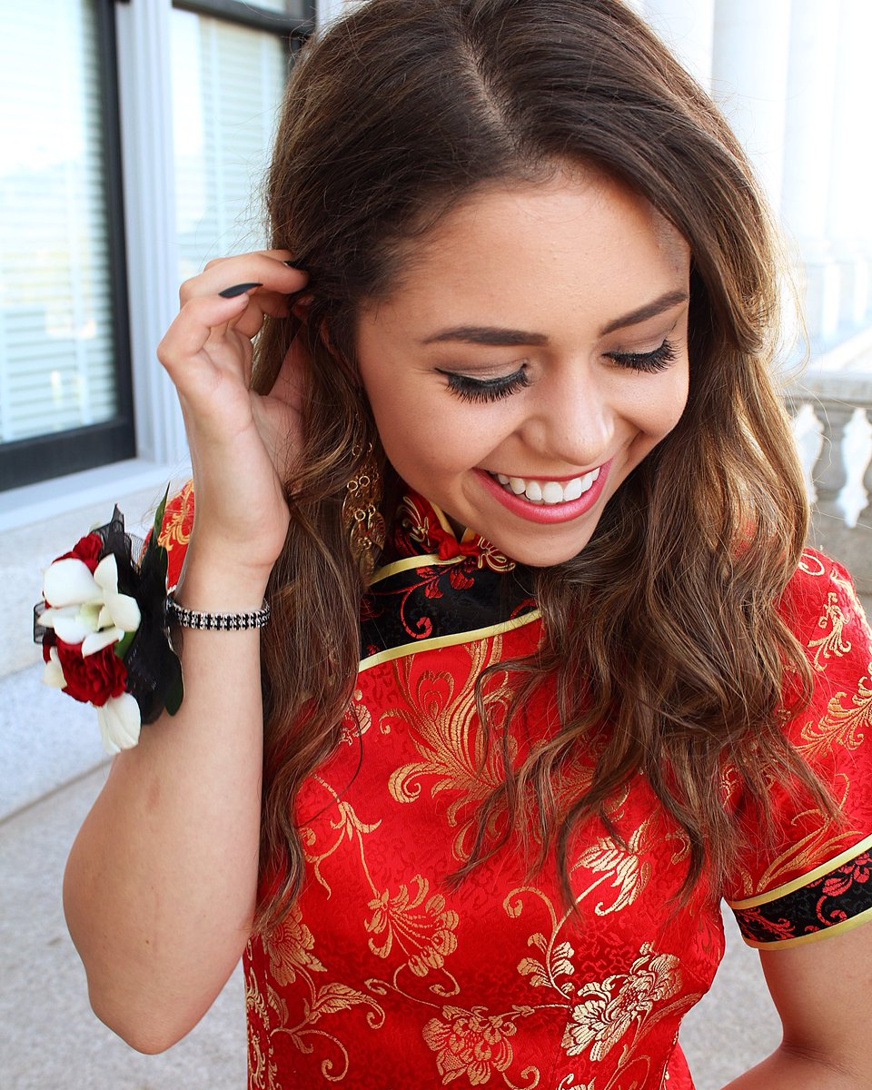 People Are Outraged This Teen Wore A Traditional Chinese Dress To Prom