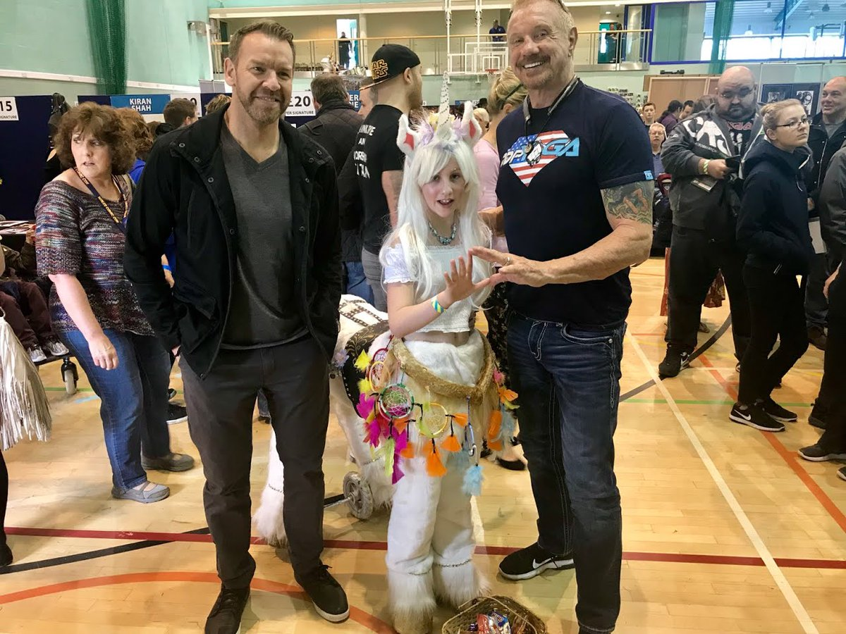 Ran into a unicorn 🦄 and @Christian4Peeps at @walescomiccon.