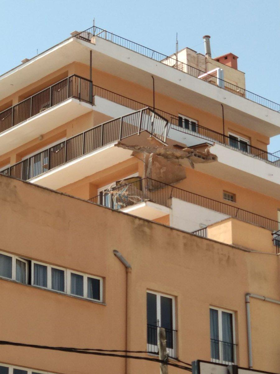 Desalojan varias plantas de un hotel del Arenal tras derrumbarse un balcón