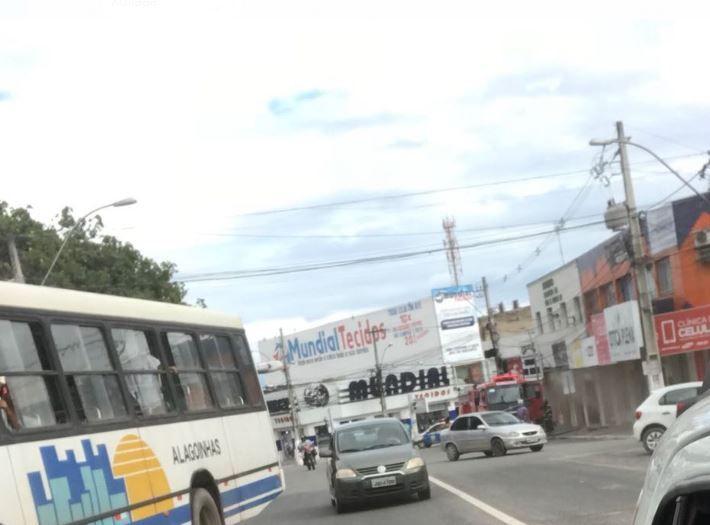 Alagoinhas: Incêndio atinge livraria e mercado do artesão https://t.co/8alFZvwbWA