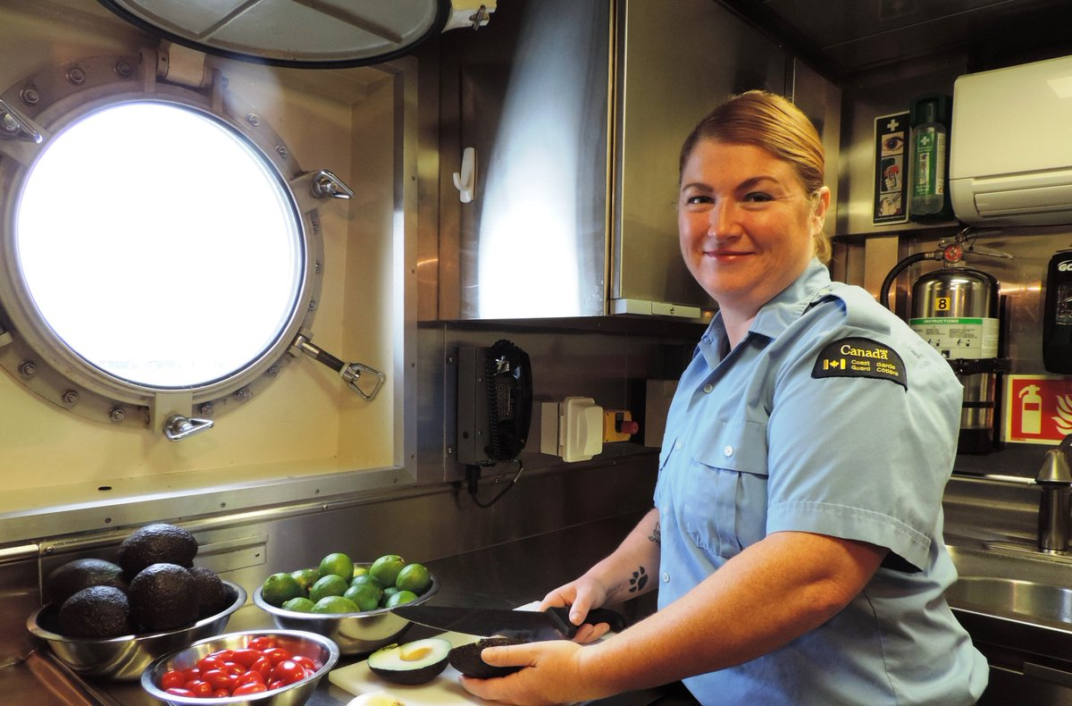 We are offering a sea of careers that few can emulate. Don't miss the boat! We are hiring a Server, Steward, Chief Cook, Cook and Storekeeper Cook in #Ontario and #Quebec. Apply online at  http:// ow.ly/q3j630ju5O2  &nbsp;  <br>http://pic.twitter.com/H9TE62eHU5
