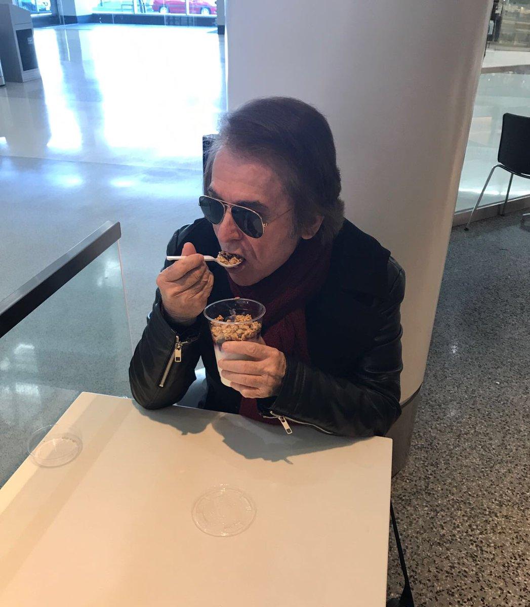Desayunando en el aeropuerto camino de L...