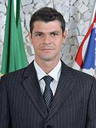 Polícia prende prefeito do PSDB acusado de abusar de menina de 8 anos https://t.co/Y5T9Wr0pNp