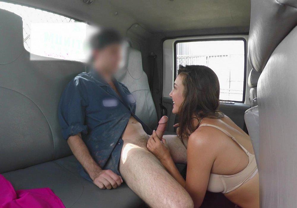 smotret-porno-v-transporte-skritie-kameri-vudman-v-belorussii-porno