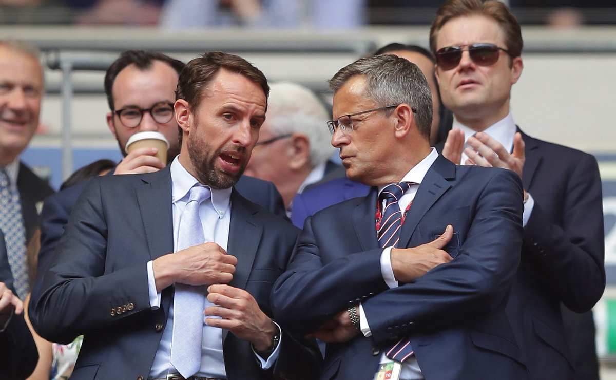 Who should Gareth Southgate take to the World Cup?  Join @SkySportsDavid and Sol Campbell on World Cup Watch on #SSN now.  Choose your @England World Cup squad for Russia 2018 here: https://t.co/rQPPx5Xiue