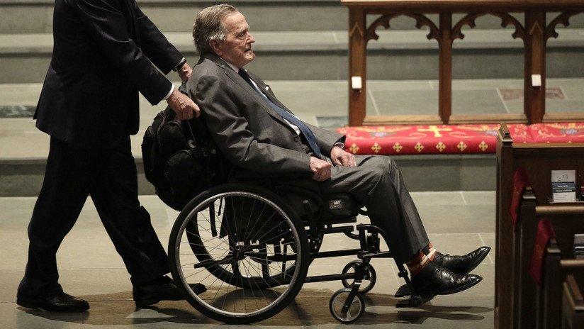 FOTO: George H. W. Bush viste una prenda...