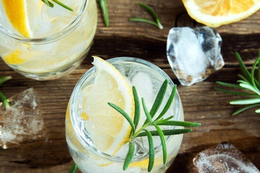 Got hay fever? Here's why a gin and tonic should be your drink of choice https://t.co/TKKzi0i1GE #pollen #hayfever #spring #PollenSeason