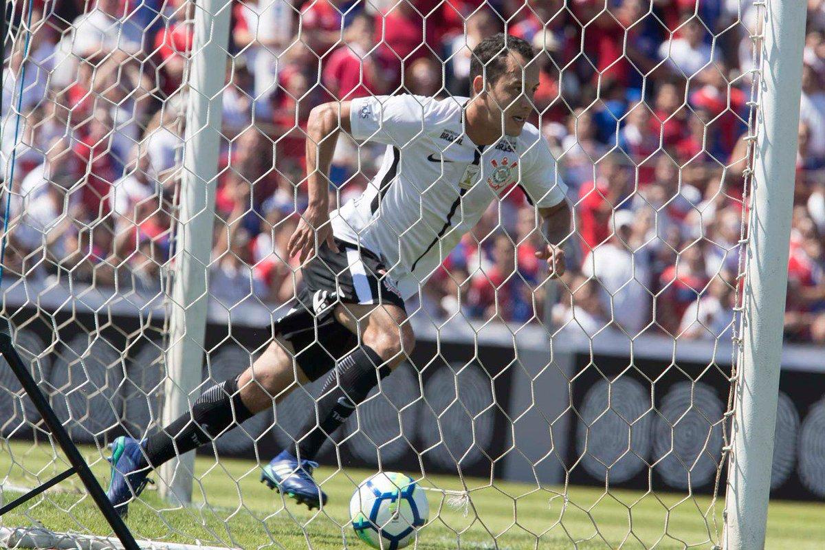 Mais um gol do nosso camisa 26! Que fase vive Rodriguinho!!  📸: Daniel Augusto Jr./Agência Corinthians  #MatinêDaFiel