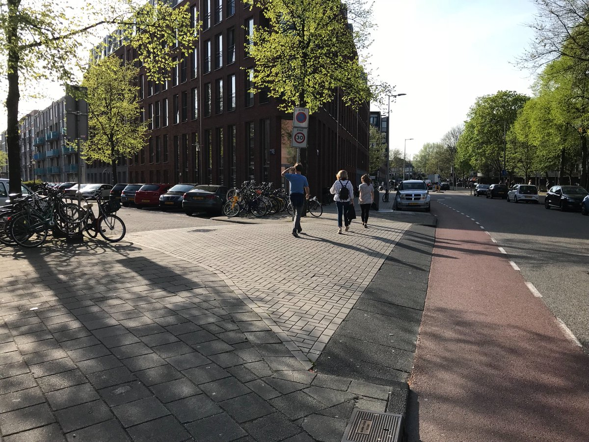 Raised crosswalk into a neighborhood slow zone. US cities need to be more aggressive with neighborhood traffic calming. #Amsterdam <br>http://pic.twitter.com/Ggzc71VlaD