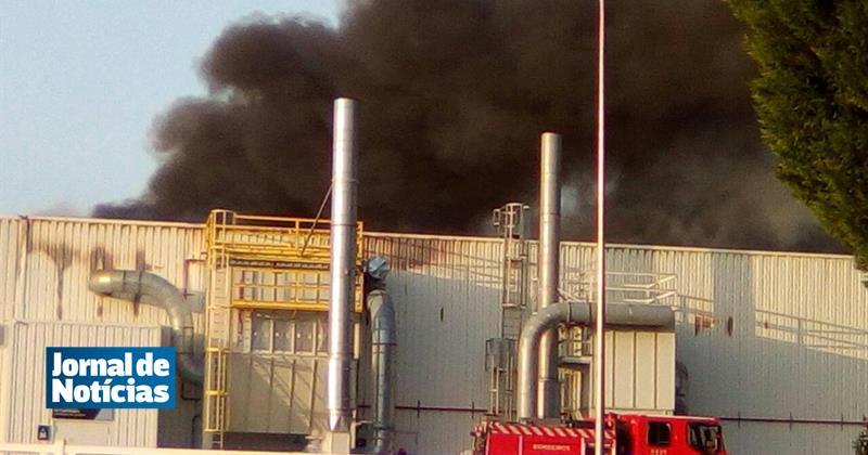 Incêndio em fábrica mobiliza mais de 20 bombeiros em Cantanhede https://t.co/S14OrHRNdG