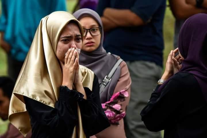 صور طلبة في ماليزيا يبكون استشهاد أستاذهم العالم الفلسطيني فادي البطش