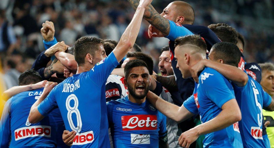 No Campeonato Italiano, o vice-líder Napoli venceu a líder Juventus por 1 a 0, com gol no fim. A 4 rodadas do fim do campeonato, a diferença entre as equipes agora é de apenas 1 ponto https://t.co/zGLp5yStLC