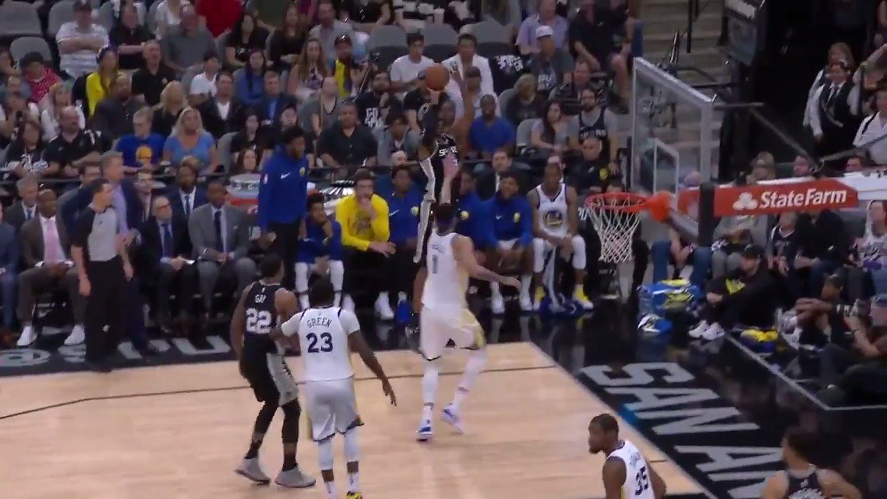 LaMarcus Aldridge '3 ball... corner pocket!'  #GoSpursGo back up 12 midway through the 3rd.  ��: #NBAonABC https://t.co/2ZVngfLPmn