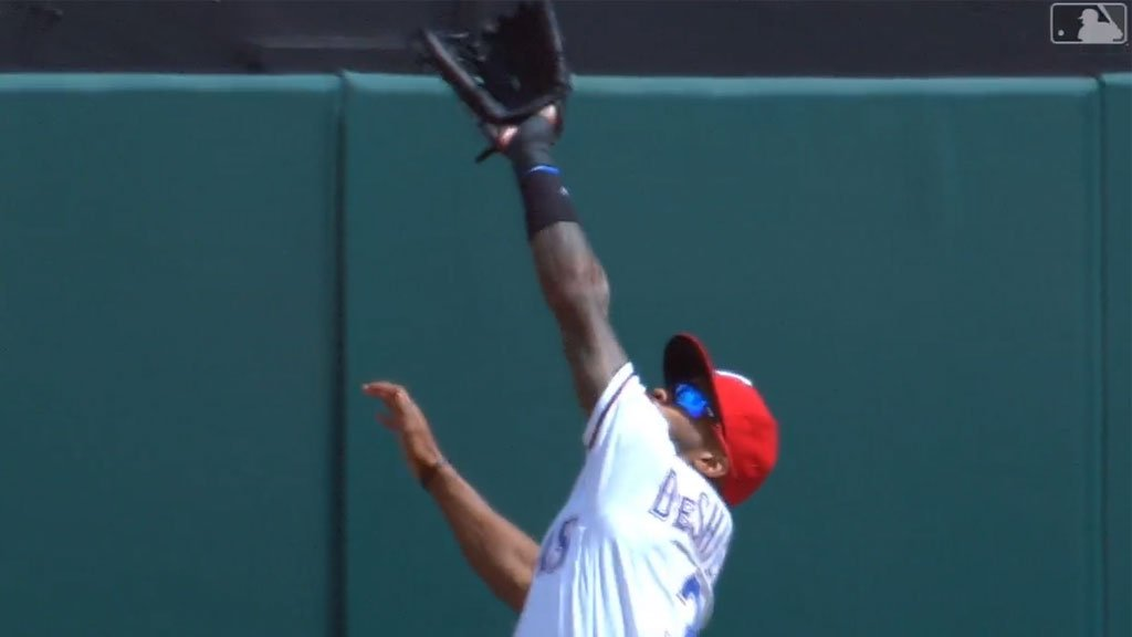 Can you tell this is @LinoDeShields's first game back from the DL? �� https://t.co/aUv8zhjD54