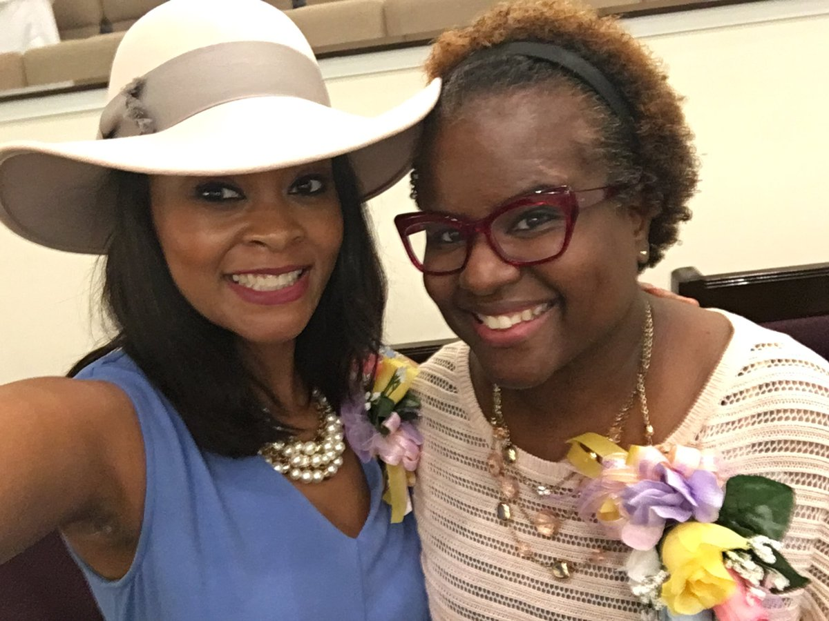@BTWHigh  principal Alisha Kiner was honored this morning at MT.Olive CME church for her outstanding work in the 38126. @SCSK12Unified @SCSSupt @AlishaKiner #womensday <br>http://pic.twitter.com/TFrP4xVjMS
