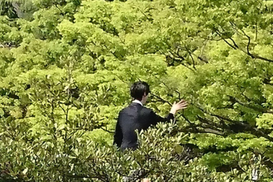 #羽生結弦の写真撮るの下手くそ選手権 『森に帰って行く羽生さん』 こっち向いて~...