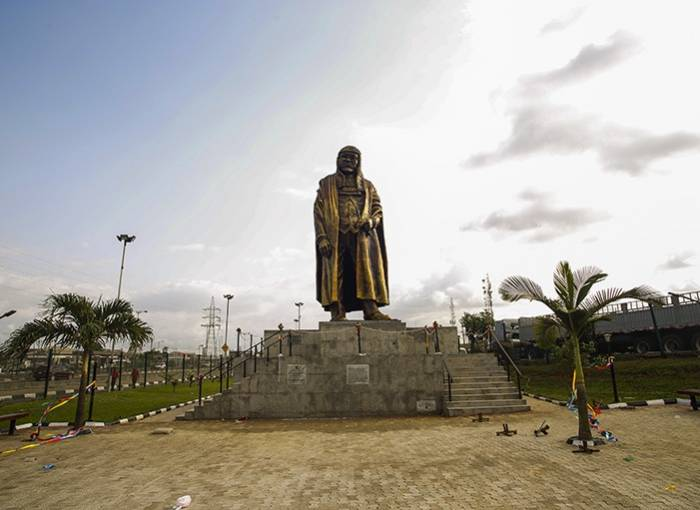 In Pictures: Lagos unveils new statue of late Gani Fawehinmi https://t.co/yUAOBsH3Y1 via @todayng