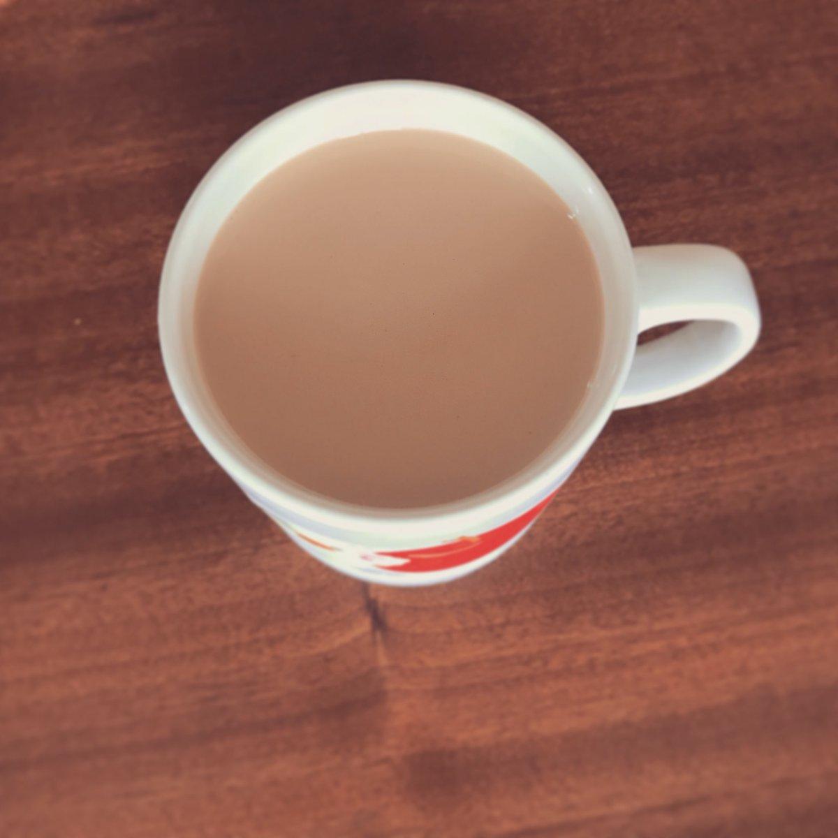 挽いたコーヒー豆を(お茶パックにいれて)ミルクに一晩ひたしてつくるミルクコールドブリューを教わってハマっているのですが、黒糖とシナモンの枝も一緒にいれておくととても美味しい魔法の飲みものに変身することがわかりました。