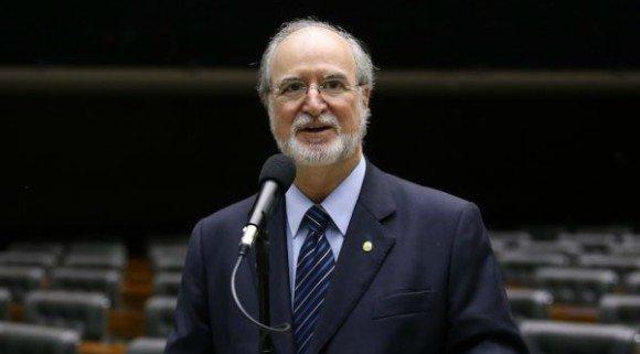 Suspeita de caixa 2 | Ex-governador de MG, Azeredo pode ser preso nesta semana https://t.co/in0RsDyJhO