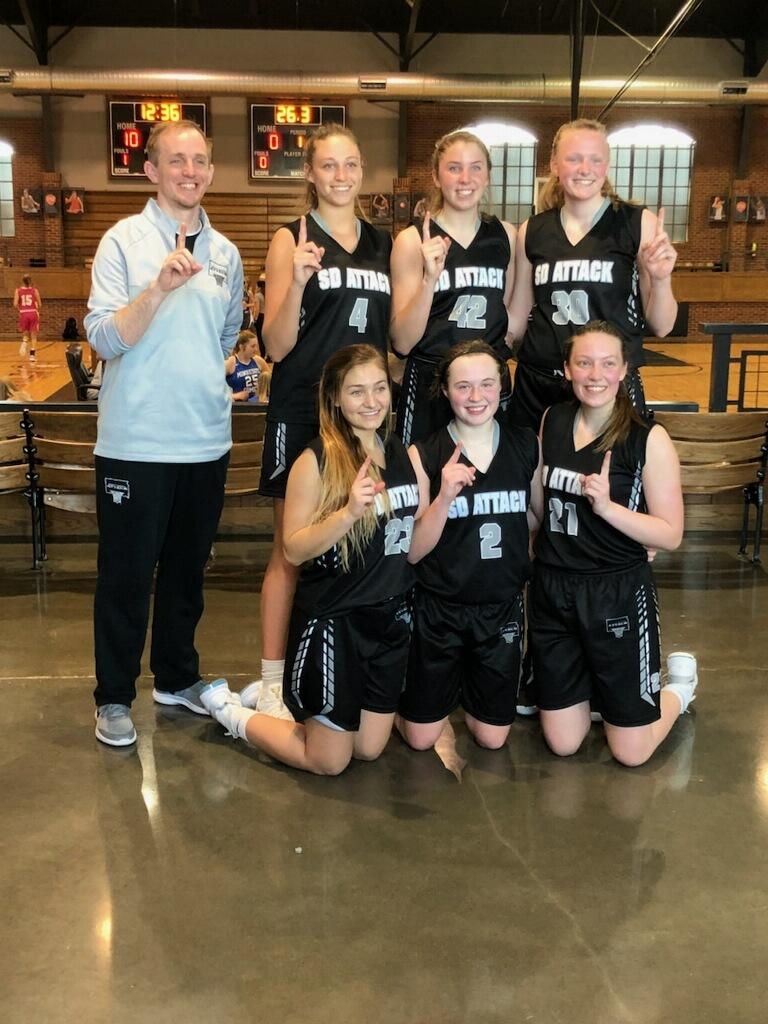 2020 Girls finished the weekend a perfect 4-0 and took home the Be the Best Championship! In the semis they cruised past North Tartan 10th Elite 46-38 and then defeated All Iowa Attack 10th National 52-41 for the ship. Congrats girls! ☝️#AttackFamily