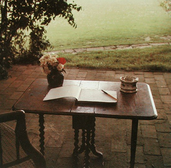 What a lovely setting for writing 💗 Rt of @CathyClassical  #virginiawoolf
