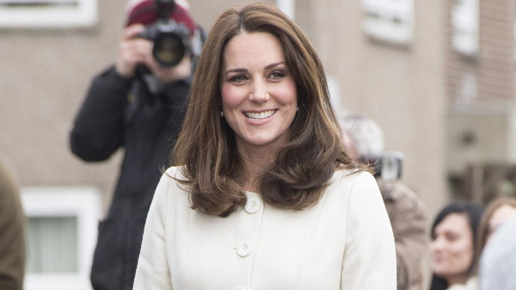BREAKING NEWS: Kate Middleton has been rushed to the hospital and is in the early stages of labor! #RoyalBaby https://t.co/tL6wqJLhA5