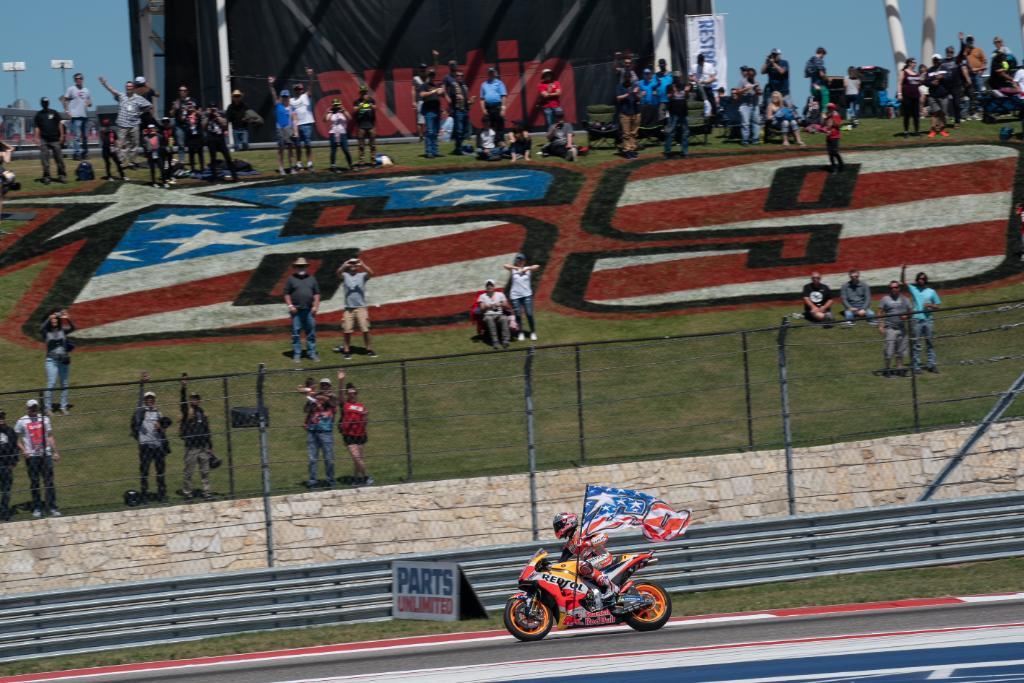 【週末の #ホンダモースポ 】#MotoGP マルケス選手がアメリカズGP6連覇を達成!! 予選・決勝ともに他を圧倒する走りをみせました。レース後には「今日は全力を尽くしました。最終ラップでニッキーの旗の前を通ったときは特別な感情になりました」とコメント #RideOnKentuckyKid https://t.co/jGvIce0Mu7