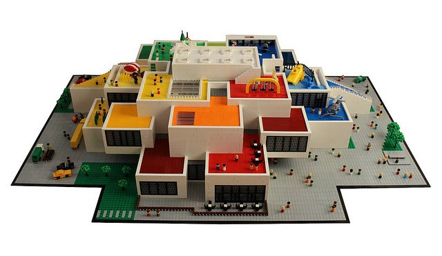 &quot;#LEGO version of the #LEGO House&quot; | Billund&#39;s #LEGO House gets built in actual #LEGO by Lasse Vestergård. Can you even tell the difference?!  -  https://www. brothers-brick.com/2018/04/23/leg o-version-of-the-lego-house/ &nbsp; …  | #Architecture #Microscale #Models<br>http://pic.twitter.com/aJNZ7AiYHH