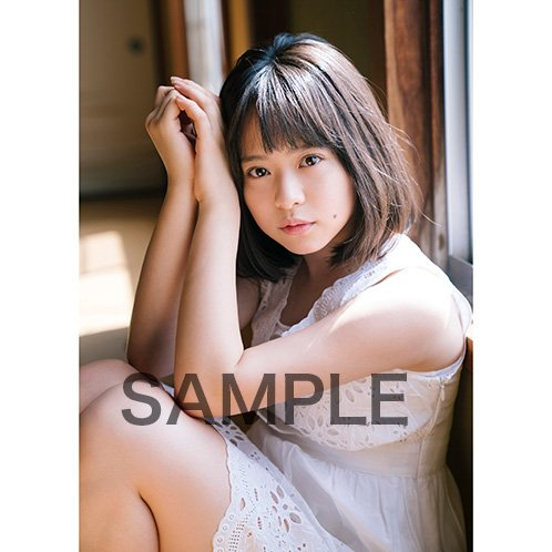 倉野尾成美さんのインナー姿