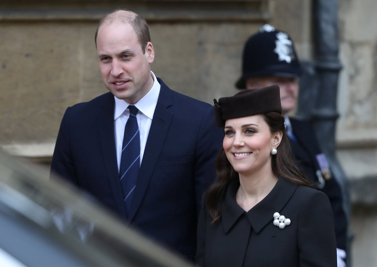JUST IN: It&#39;s a boy! Duchess of Cambridge gives birth at London hospital #FOX59Morning  http:// via.fox59.com/LAkHn  &nbsp;  <br>http://pic.twitter.com/YkgEmL0zDj