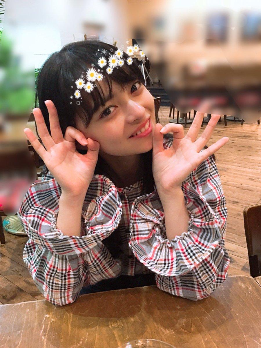 上國料萌衣ちゃん♡お仕事合間だったんですが2人ではめちゃめちゃ久々!加入当時はしょっちゅう一緒だったのでなんだか懐かしい気持ちになりました笑 #中西香菜 #528日本武道館 #ANGERME #十人十色