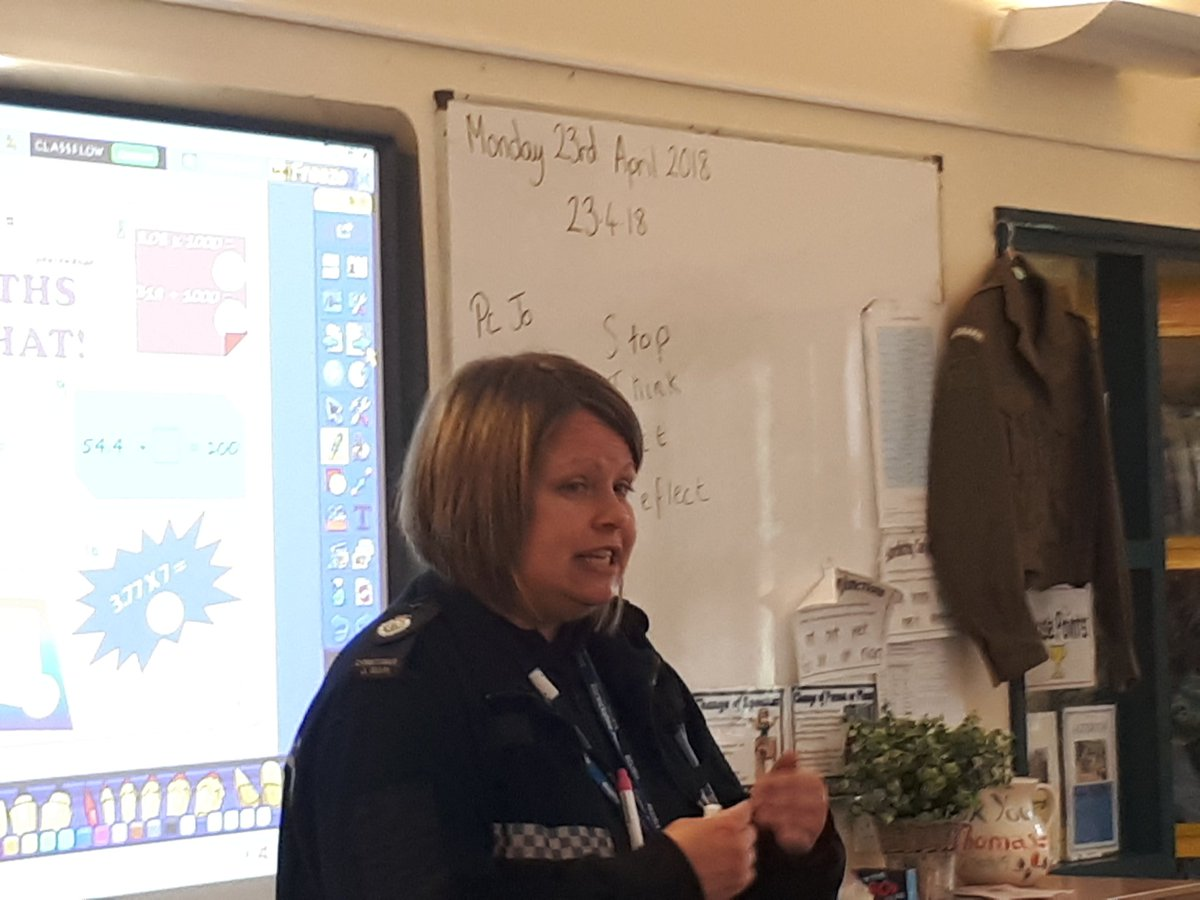 Out with Pc Jo at Weobley primary school delivering the first session of the star project #stop #think #act #reflect #educationiskey #Herefordhour<br>http://pic.twitter.com/3MZp7z3Mqx