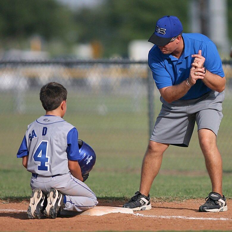 Coach Teaching His Playeur