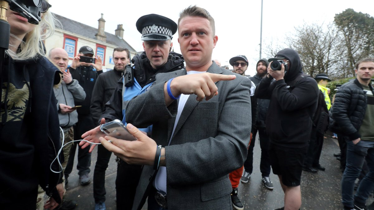 Ex-EDL leader Tommy Robinson defends Nazi dog YouTuber Mark Meechan: '@frankieboyle has said far worse things so why hasn't he been prosecuted?' https://t.co/aKneg1Jx6a