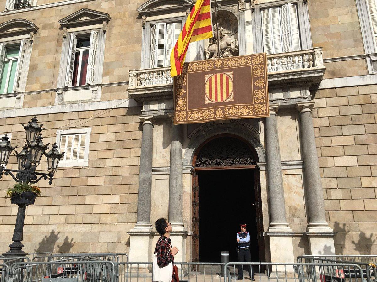 El Palau de la Generalitat sense els tra...