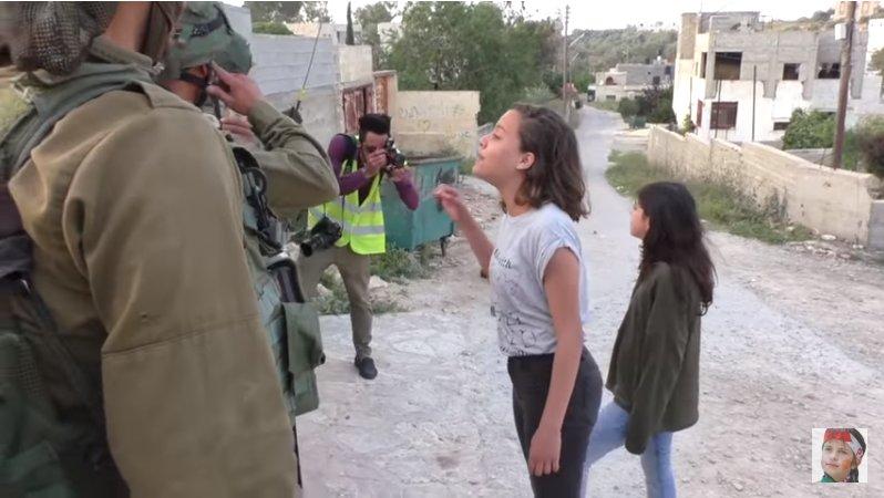 Ahed Tamimi en prison ses cousines continuent de menacer et attaquer les soldats : «La Palestine sera libre, que cela vous plaise ou non.» http://dlvr.it/QQSLrz  - FestivalFocus