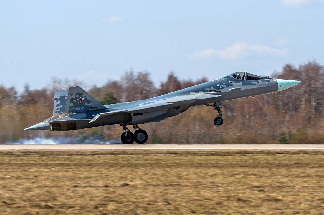 مقاتله Sukhoi T-50 PAK FA سيتغير اسمها الى Su-57  - صفحة 3 DbdKw5dX0AA_53V
