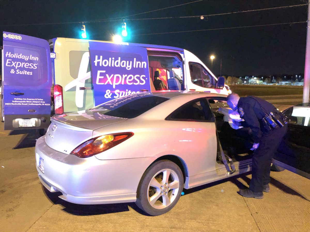 ROCKVILLE RD over I-465: Officers day there are no serious injuries after this car &amp; Holiday Inn shuttle bus collided near the on-ramp a short time ago. EB Rockville Rd + the SB on-ramp to the highway are both partially blocked, wrecker on scene. #NewsTracker #Daybreak8 <br>http://pic.twitter.com/r8Pb0BbF8v