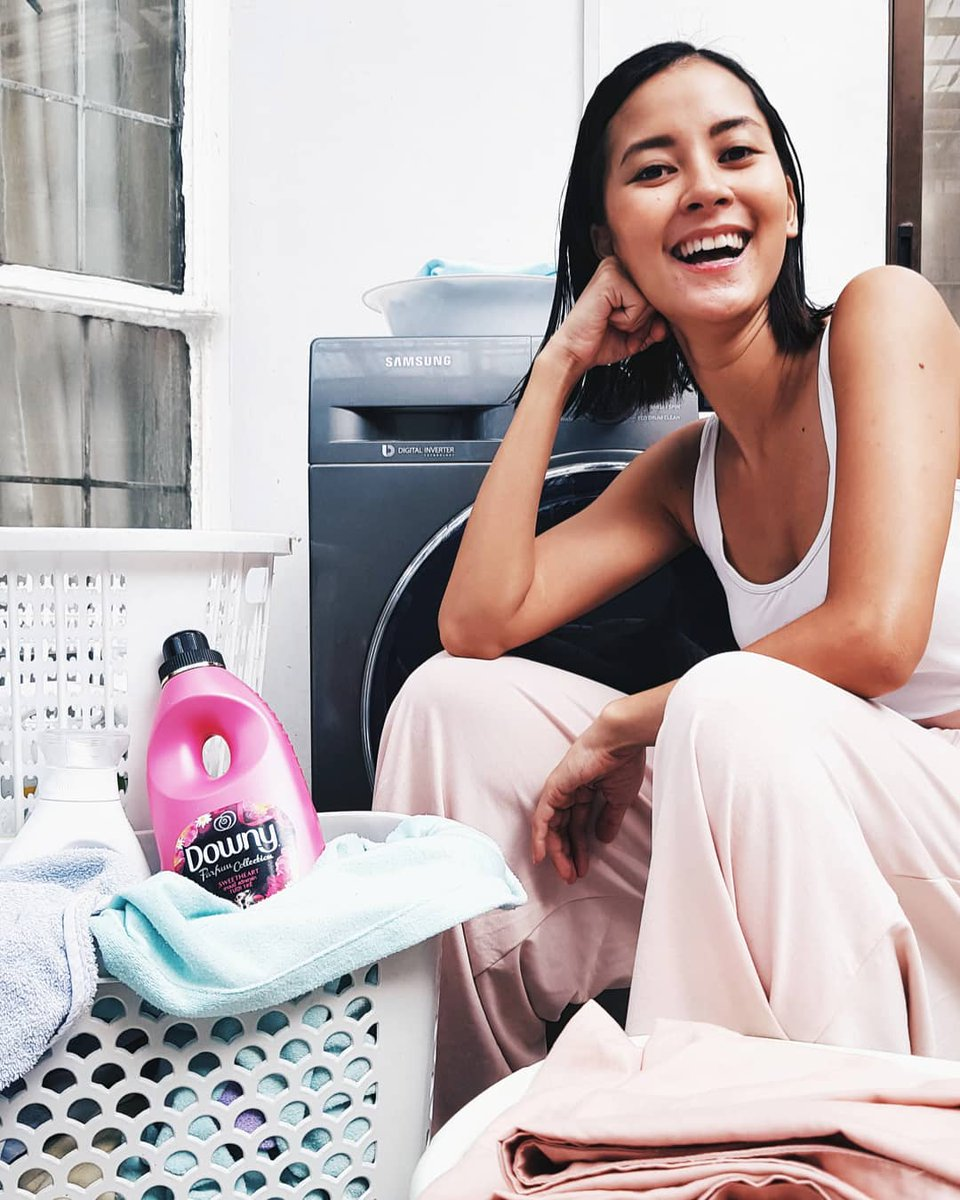 A major tip I can share when washing beddings and towels: Prevent fading and himulmol with #DownyPH! The special formulation protects the color and helps keep the fabric strands strong and intact. Currently using Downy Sweetheart. 💕 What laundry tips can you share?