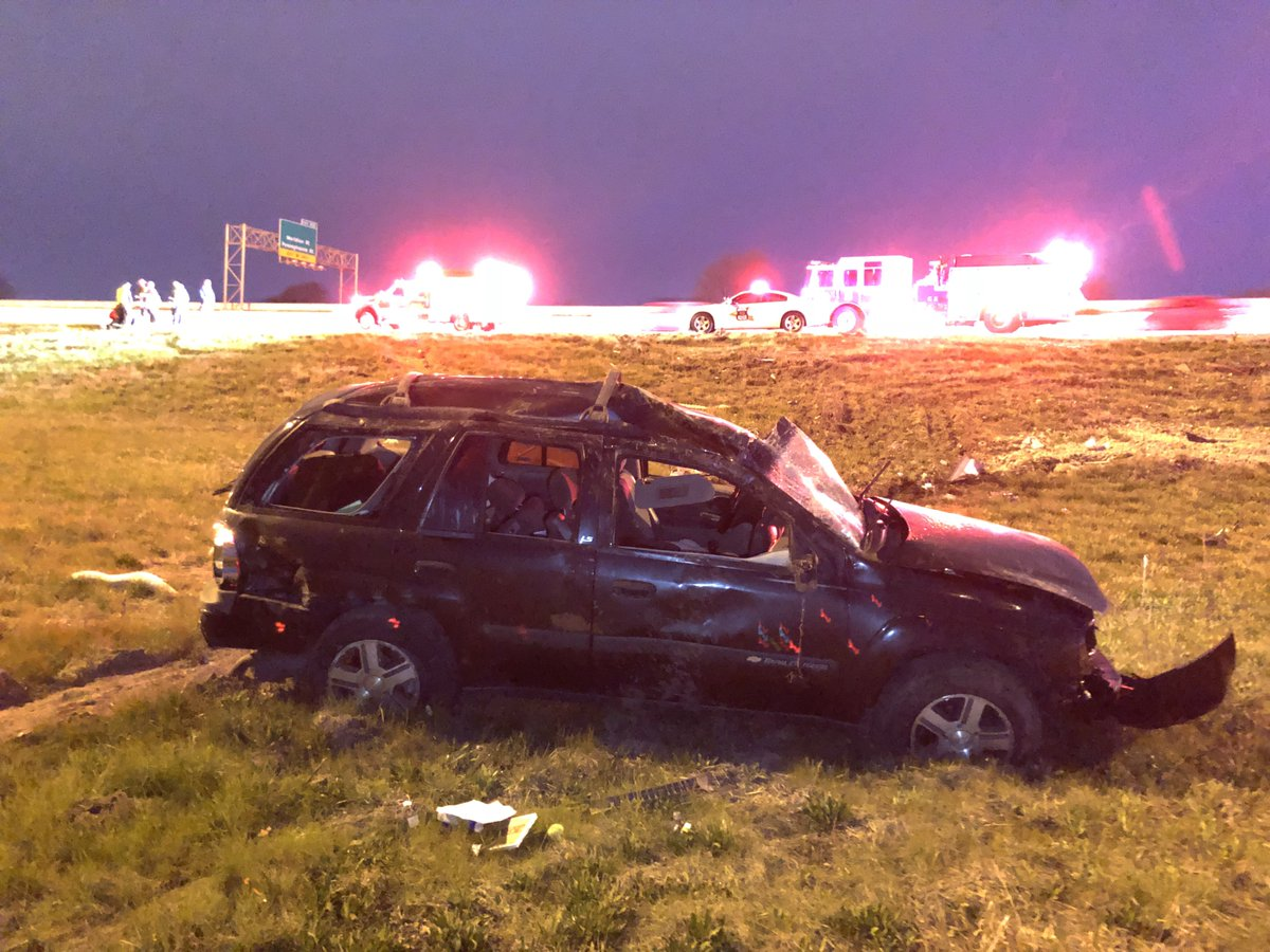 NORTH SPLIT CRASH: ISP tells me that this 1 car rollover crash didn't lead to any serious injuries (the driver was able to walk themselves to the ambulance). The left lane of WB I-70 will be blocked in the curve to I-65 SB. #NewsTracker #Daybreak8 <br>http://pic.twitter.com/2OGu9hX0ao