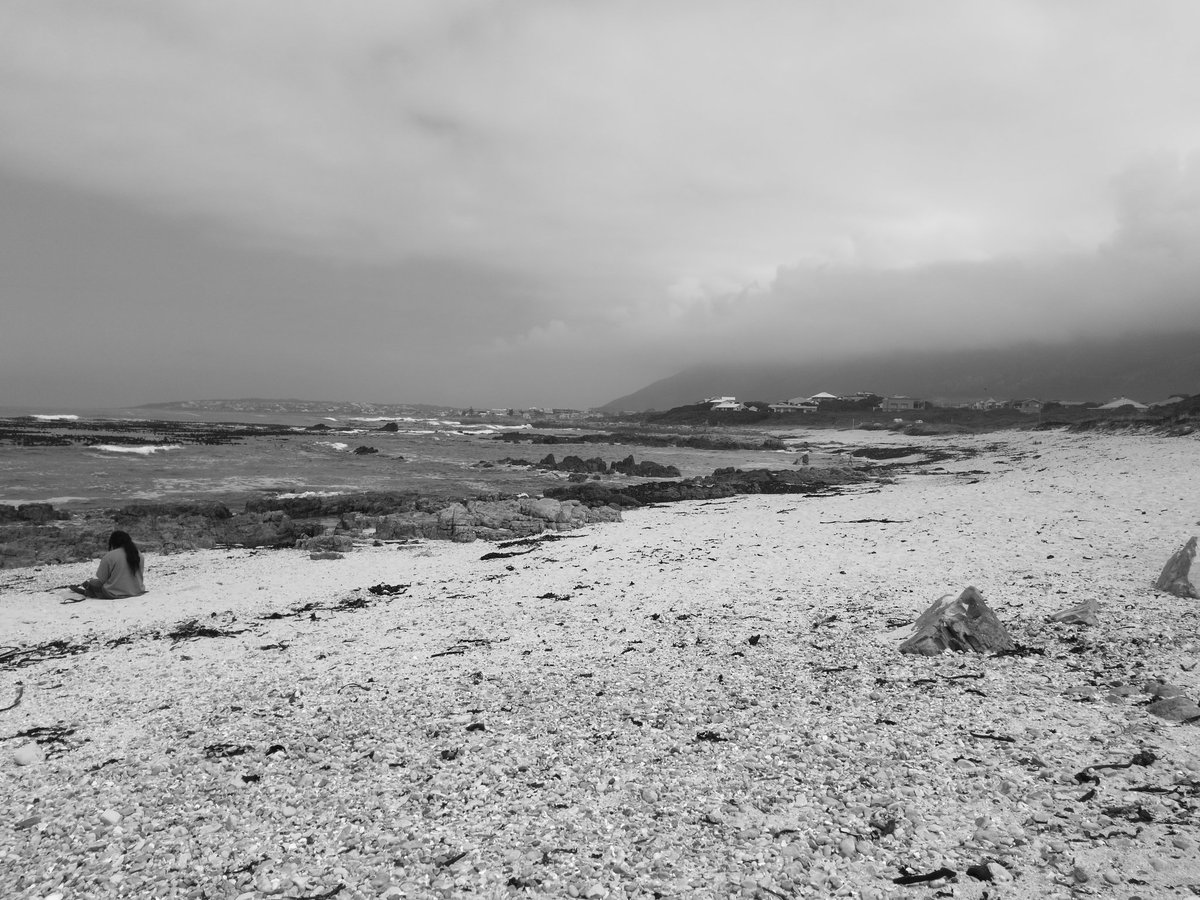 Black and white shot of the beach in Sandbaai. 22 degrees windy.   #Lekker #hermanus #capewhalecoast #southafrica #sea<br>http://pic.twitter.com/1g2ykwQ597