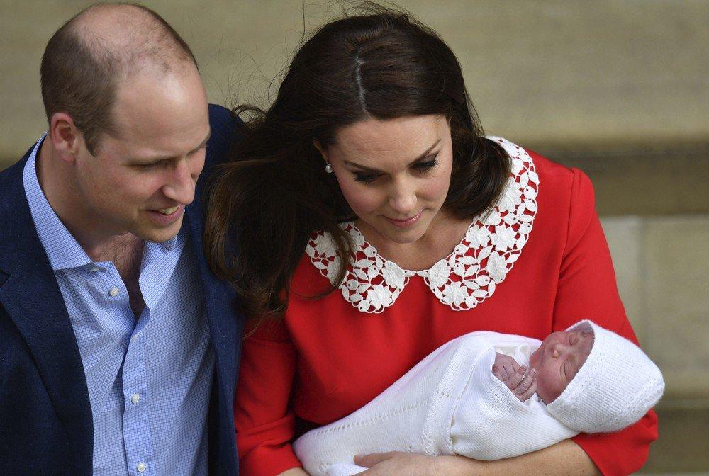 Kate e William deixam maternidade com bebê real https://t.co/2mIWwOvVyk #G1