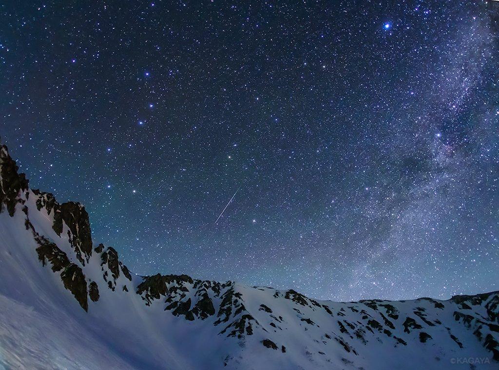 ちょうど一年前に撮りました。 中央アルプス(長野県)にて、こと座流星群の流れ星。 今日もお疲れさまでした。明日もおだやかな1日になりますように。
